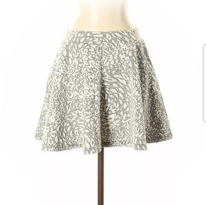 🦊HP🦊 Collection 18 White And Black Swing Skirt